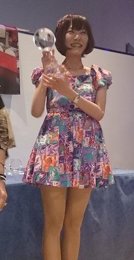 Akiko Yazawa with World Championship trophy